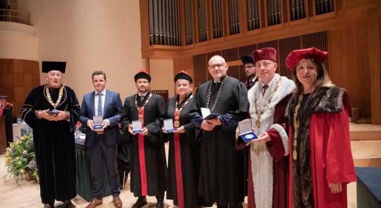 Veterinarskome fakultetu dodijeljena medalja za suradnju sa Sveučilištem veterinarske medicine i farmacije u Košicama